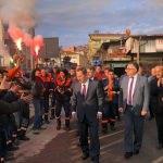 Taşeron işçilerden davullu zurnalı meşaleli kutlama