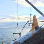 Pistten çıkan uçağı kaldırma çalışmaları başladı