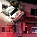 Yok artık! Araç binanın ikinci katına girdi