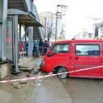 Trabzon'da midibüs durakta bekleyenlere çarptı