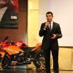 Şampiyon motosikletçilerin madalya ve kupaları Mehmetçik'e