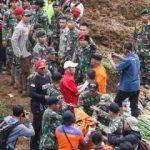 Endonezya'da toprak kayması can aldı