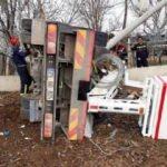 Sepetli platform aracı devrildi: 1 ölü, 1 yaralı