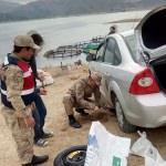 Jandarmadan yolda mahsur kalan araç sahibine yardım
