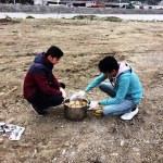 Sokak hayvanları için yem bıraktılar