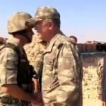 Karşısında Org. Akar'ı gören askerin heyecanı