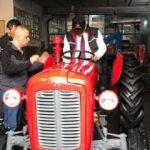 Bakan Özlü, babasının sattığı traktörü geri aldı