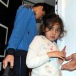 Evde mahsur kalan küçük kız için seferber oldular
