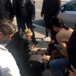 İzmir'de motorsikletin çarptığı yaya yaralandı