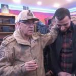 Jandarma Komutanı eski habercisiyle karşılaşırsa