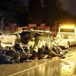 İzmir'de otomobil ile kamyonet çarpıştı: 1 ölü, 5 yaralı