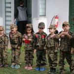 Minikler cephedeki babaları için kamera karşına geçti