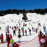 Uludağ'da güneşli havada kayak keyfi
