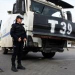 Kadınlar günü etkinliğinde TOMA'ları kadın polisler kullandı