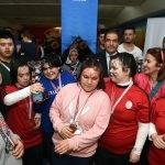 Vali Demir, down sendromlu çocuklarla bowling oynadı