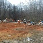 Avcılar köyü yola dökülen çöplerden dertli