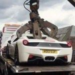 Ferrari'si parçalandı