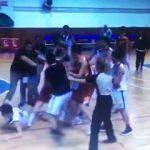 G.Saray - Beşiktaş maçında tekme tokatlı kavga!