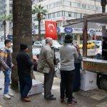 İzmir'de esnaf, şehitler için lokma döktürdü