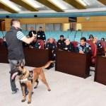 Tarsus'ta belediye çalışanlarına narkotik eğitimi