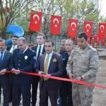 Güroymak'taki polis lojmanı bahçesinin bakımı yapıldı