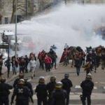 Fransa'da protestocu öğrenciler gözaltına alındı