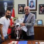 Şampiyonlar Başkan Dingil'i ziyaret etti