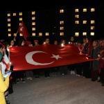KYK öğrencilerinden polise ışıklı destek