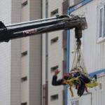 Vinç direği bir işçinin üstüne düştü!