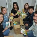 Üniversitelilerden köy çocuklarına oyuncak ve kitap