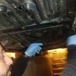 Otomobilin altındaki gizli bölmede ele geçirildi