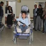 Kaymakam Öztürk'ten engelli çocuğa akülü araç hediyesi