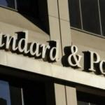 """S&P, Yunanistan'ın görünümünü """"pozitife"""" çevirdi"""