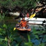 Somalı madenciler için kanoyla yolculuk yapıyor