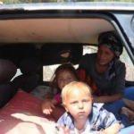 Anne ve iki çocuğu otomobilde yaşıyor