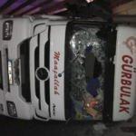 Bakırköy'de konteyner taşıyan TIR devrildi