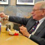 Buffett'la yemek için 3.3 milyon dolar ödeyecek!