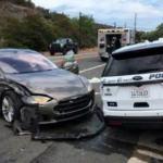 Tesla'da skandal! Boş yolda polis otosuna çarptı