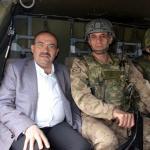 Vali Ustaoğlu, üs bölgelerindeki Mehmetçik'le bayramlaştı