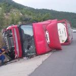 Bilecik'te devrilen tırın sürücüsü öldü