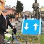 52 yıldır bisiklete binen adamın heykeli dikildi?