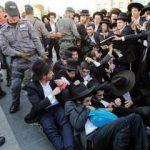 Yahudiler ile İsrail polisi arasında çatışma çıktı