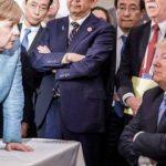Dünya bunu konuşuyor! Merkel'e şeker fırlatmış