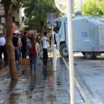 Miting sonrası polise taşlı saldırı