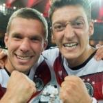 Podolski'den Mesut Özil paylaşımı