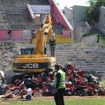 """Eskişehir'de """"millet bahçesi"""" için stadın yıkımına başlandı"""