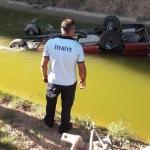Sulama kanalına devrilen aracın sürücüsü öldü