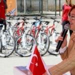 Başkan Şahin birincileri bisikletle ödüllendirdi