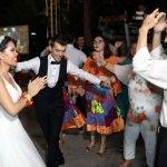 Çinli geline Türk usulü Roman havalı düğün