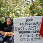 İzmir'de bayram öncesi şehitlik ziyareti